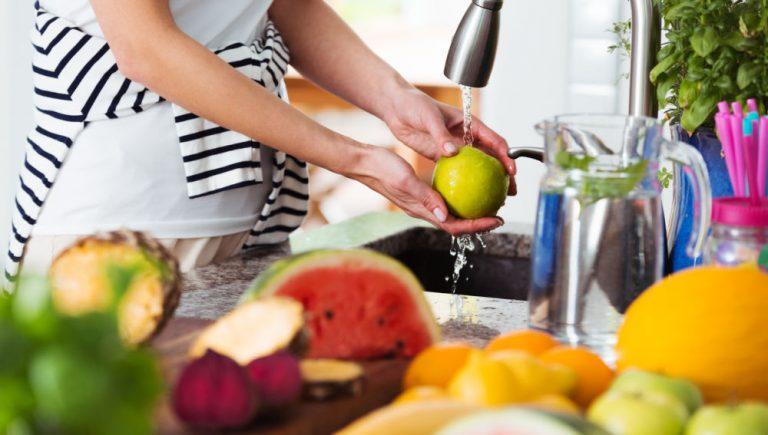 Hay 5 alimentos que no deben lavarse para no aumentar el riesgo de contaminación, ¿lo sabias?